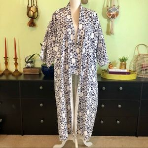 Traditional Japanese Kimono cover up robe Large